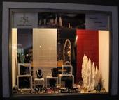 Schaufenster-Kraft-des-Steines